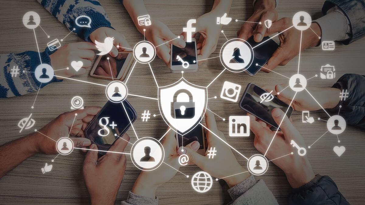 /admin/storage/photos/shares/الخصوصية على مواقع التواصل الاجتماعي.jpg